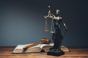 закони